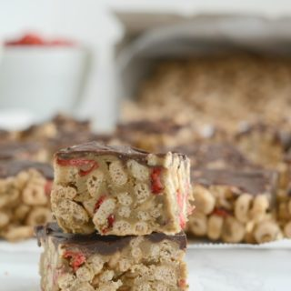 Whole Grain Strawberry Cereal Bars (+ Nut Free Option)