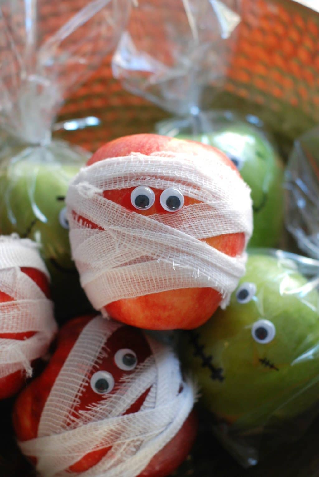 These Monster and Mummy Apples make healthy Halloween treats for school!